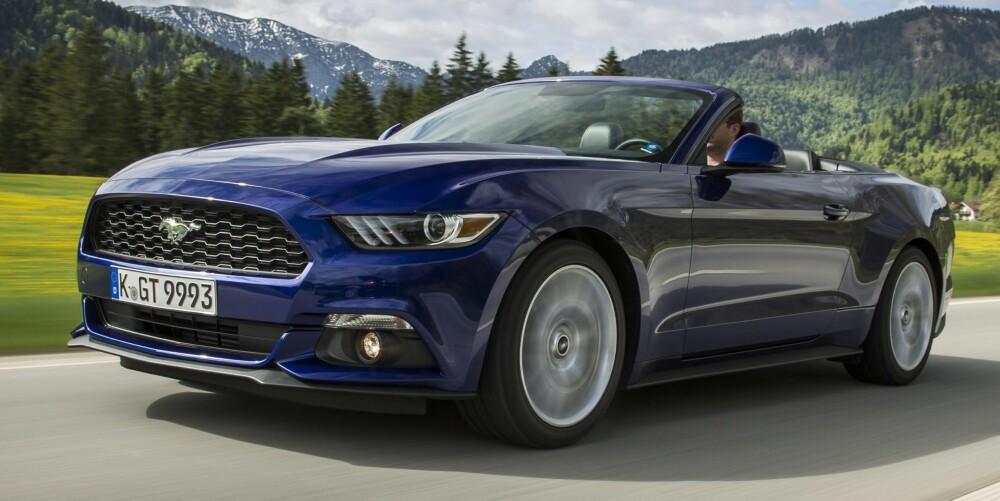 ECOBOOST: Ford Mustang 2,3 Ecoboost har 310 hk og yter 432 Nm. Den fås både som Fastback og Convertible (bildet). FOTO: Ford
