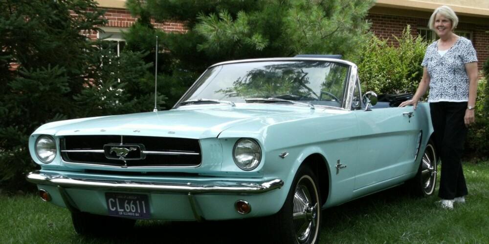 FØRST UTE: Gail Wise var en 22 år gammel barneskolelærer da hun kjøpte en Ford Mustang Covertible i 1964. FOTO: Ford