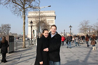 I PARIS: Paret synes det er herlig å få lov til bare å være kjærester.