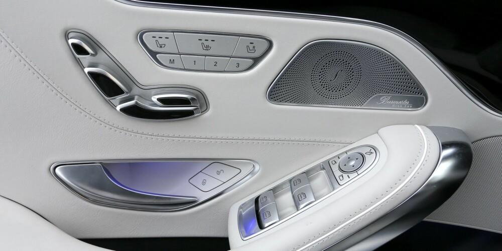 ALLE MULIGHETER: Det er en elektrisk motor for så godt som alt i Mercedes S 500 Coupé 4Matic. Fra førerplassen kan du gjøre alle slags innstillinger med passasjersetet, for eksempel. Lydanlegget fra Burmester er ekstremt bra - og koster over 70.000 kroner ekstra. FOTO: Terje Bjørnsen