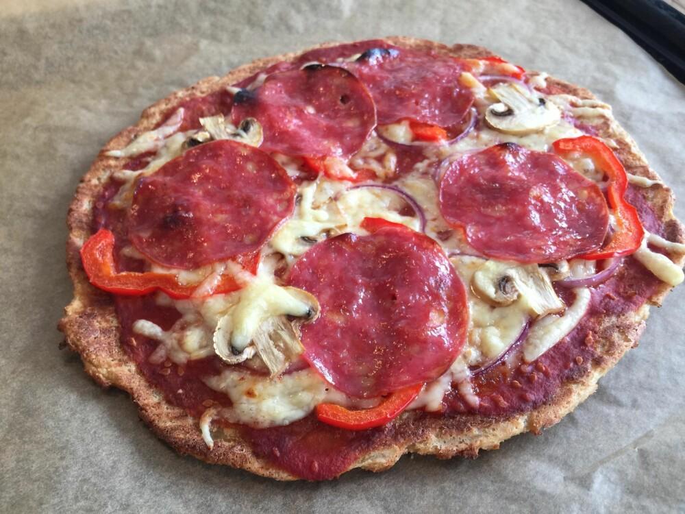 FERDIG: Stek pizzaen til osten er smeltet og bunnen er sprø.