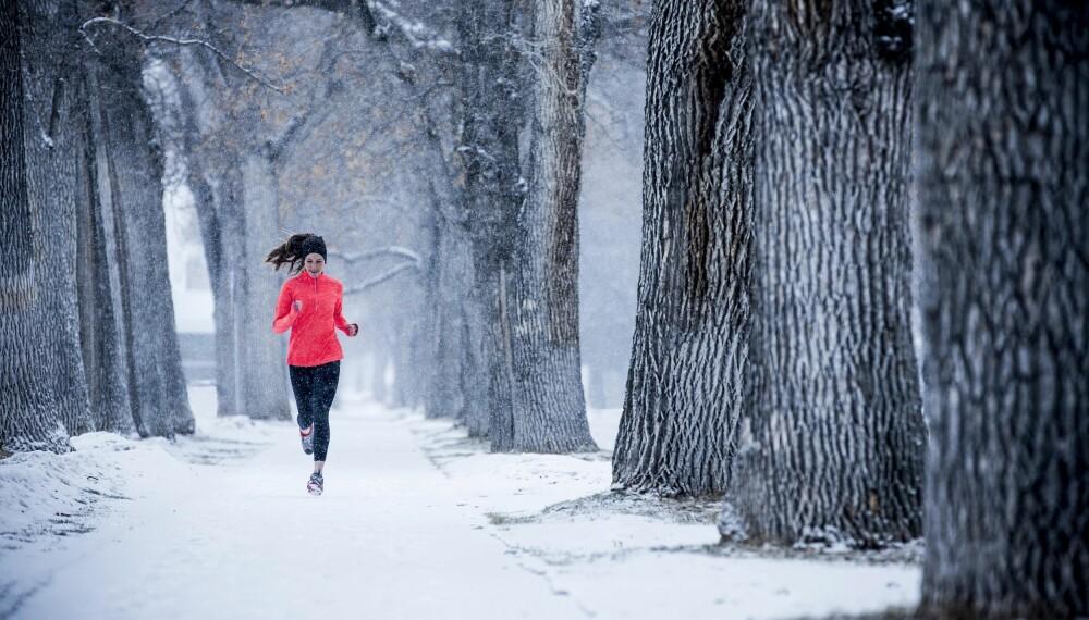 LØP UTE OM VINTEREN: Ifølge eksperter er det ingen grunn til å droppe løpeturene i friluft selv om det er midt på vinteren.