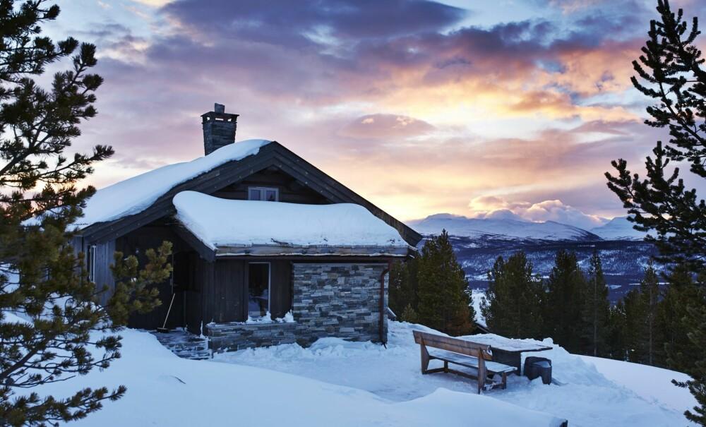 MORGENSTEMNING: Det er spektakulære scener som utspiller seg en vintermorgen i hyttefeltet Rondasyn i Folldal. FOTO: Sveinung Bråthen