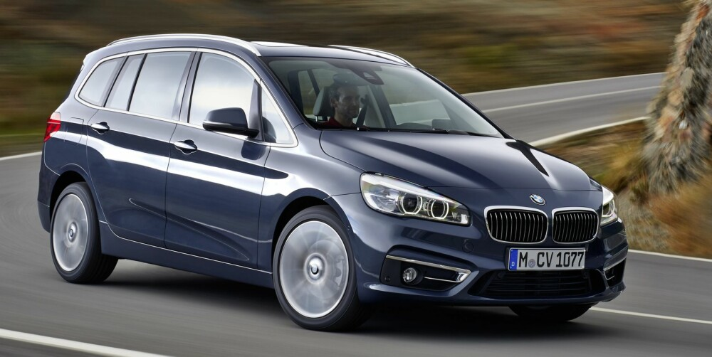 LENGRE: 2-serie Gran Tourer er i praksis en lengre utgave av 2-serie Active Tourer. 22 centimeter ekstra lengde gjør det mulig å få plass til sju sitteplasser. FOTO: BMW