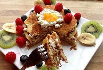 SUNNE PANNEKAKER: Hvorfor ikke diske opp med pannekaker på den internasjonale pannekakedagen. Smak til med bær og kiwi.