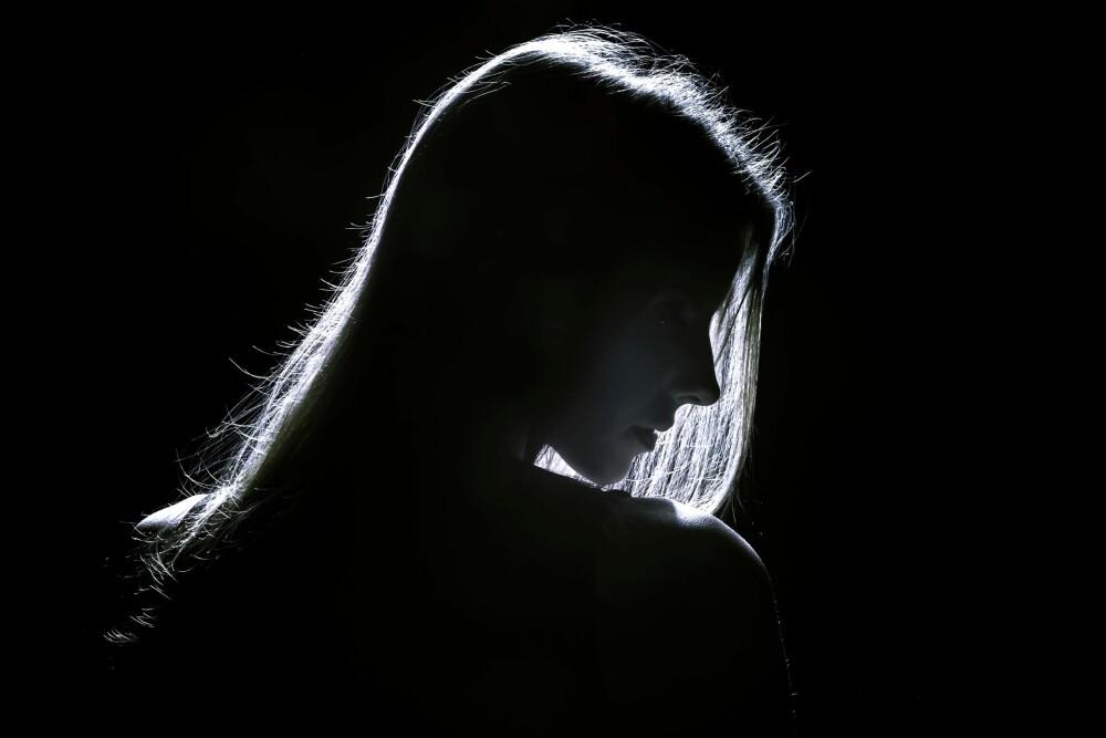 ALENE: - Det verste med utroskapen, er følelsen av å være helt alene, skriver Kristine.