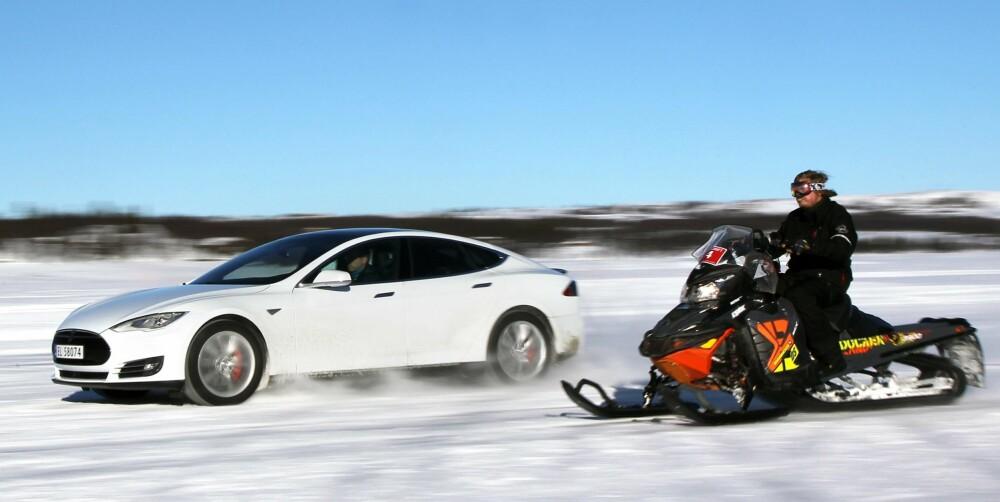 HELT INSANE:  I målingen for 60-100 km/t er P85D den raskeste bilen vi noensinne har målt med vårt nøyaktige GPS-utstyr. Det tar kun 2,1 sekund i det Tesla kaller «Insane mode».