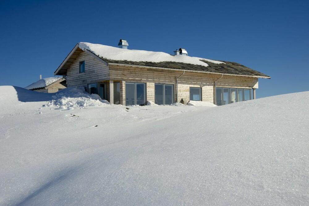 VAKKER HYTTE: Den stramme, nøkterne hyttestilen kan minne om langhusene, seterhusene i og omkring Gålå og Skeikampen.