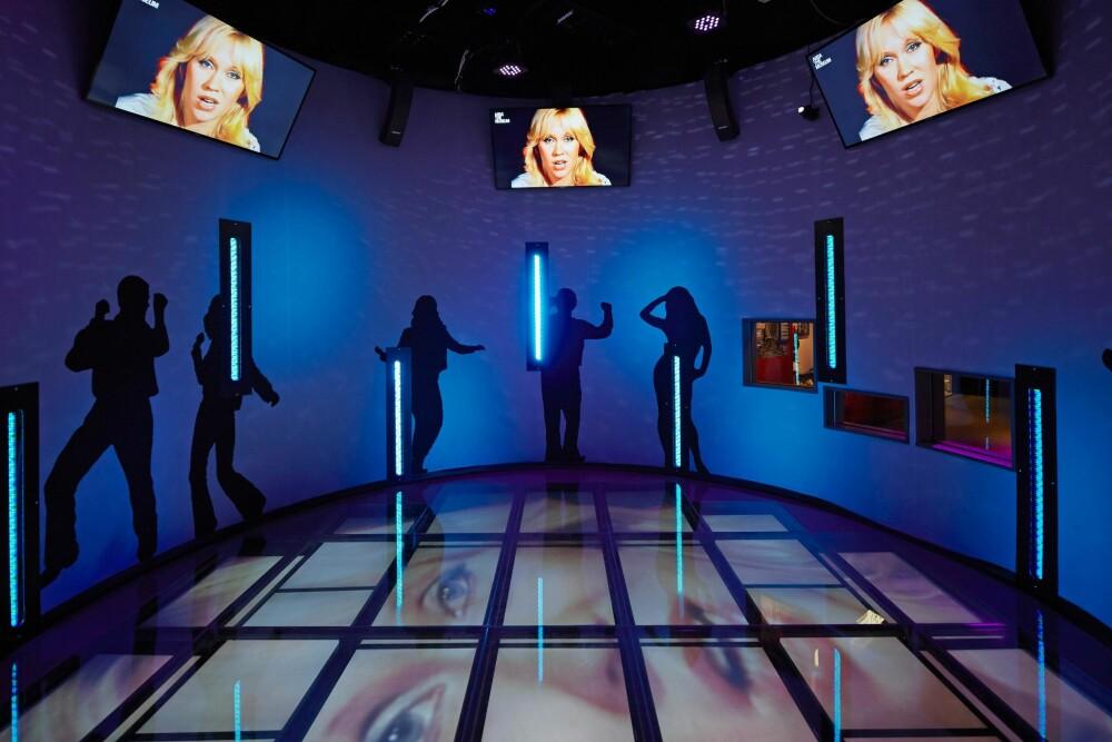 DANSING QUEEN: Hvis du vil le, må du ta en tur på ABBA-museet. I dette danserommet kan du danse med et tau som partner, ifølge Linn Isaksen.