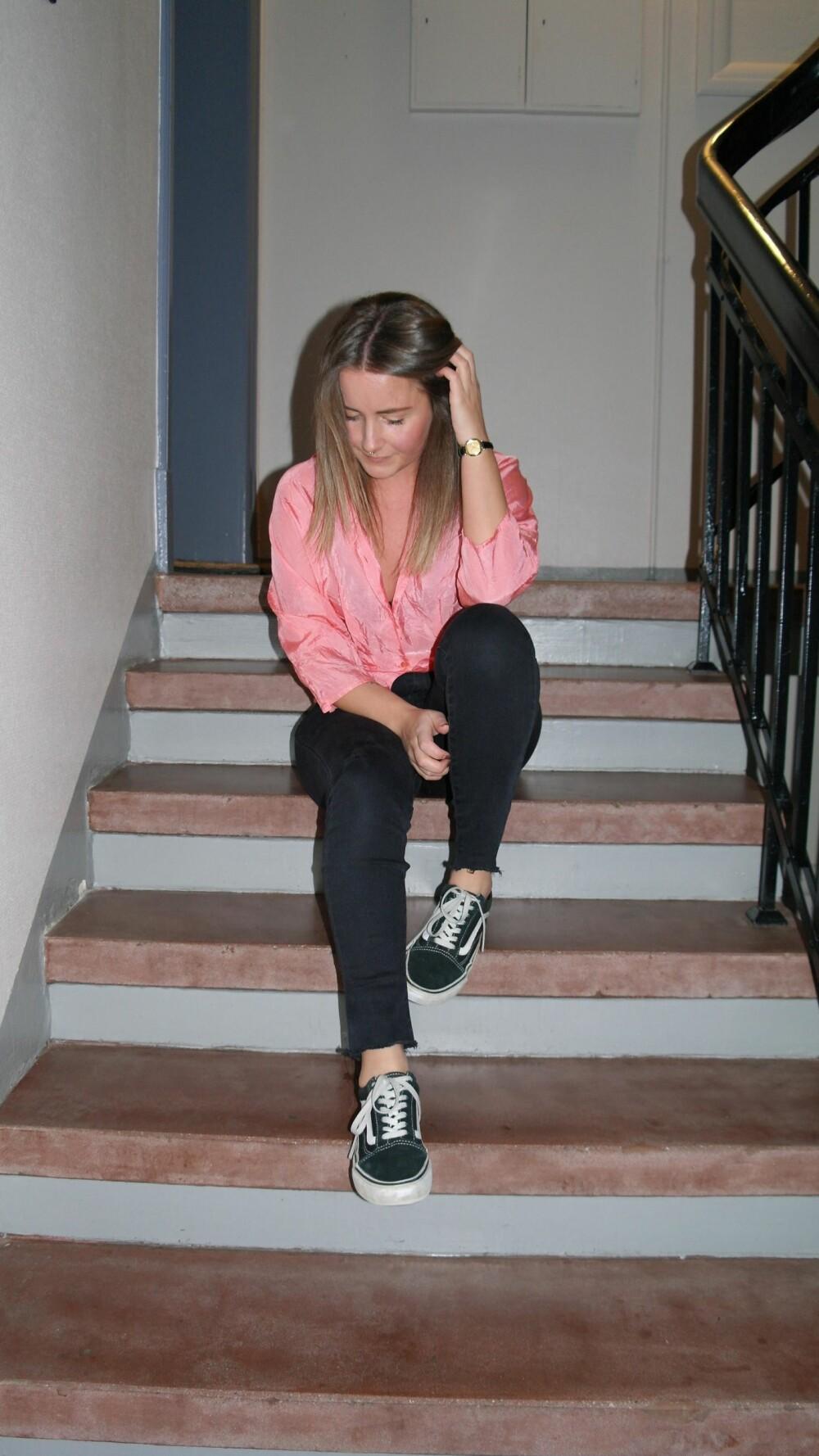 TINE MARIE JOHANNESEN: Kan gjerne gå med joggesko til en sommerkjole eller en vintage silketopp til boyfriend-jeans.
