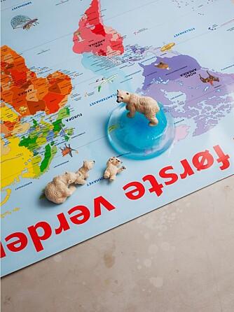 PÅSKEAKTIVITETER FOR BARN: Å leke med små plastikkdyr er ikke bare gøy, men også lærerikt.