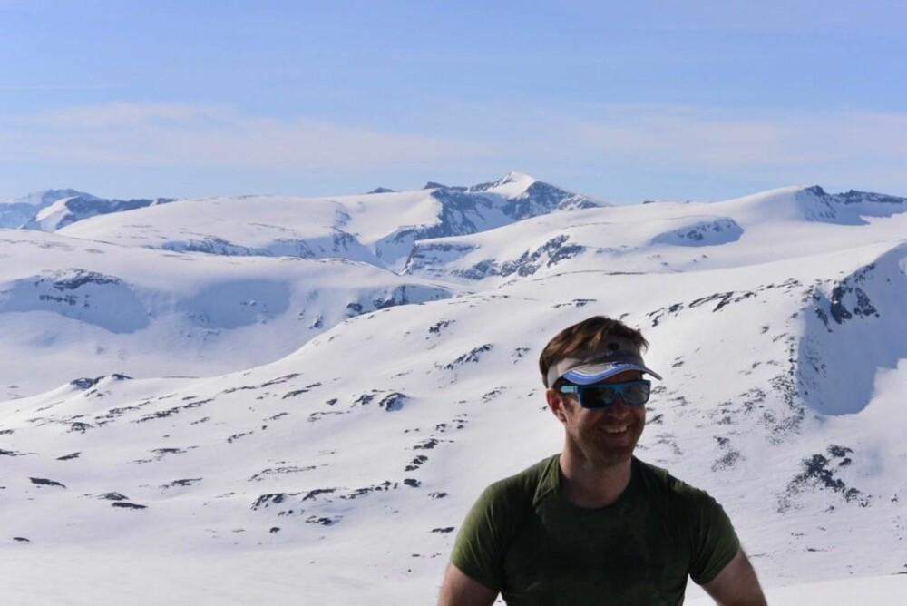 TOPPTUR MED ERLEND: Redaktør i friflyt, forfatter og toppturekspert Erlend Sande deler sine toppturtips.