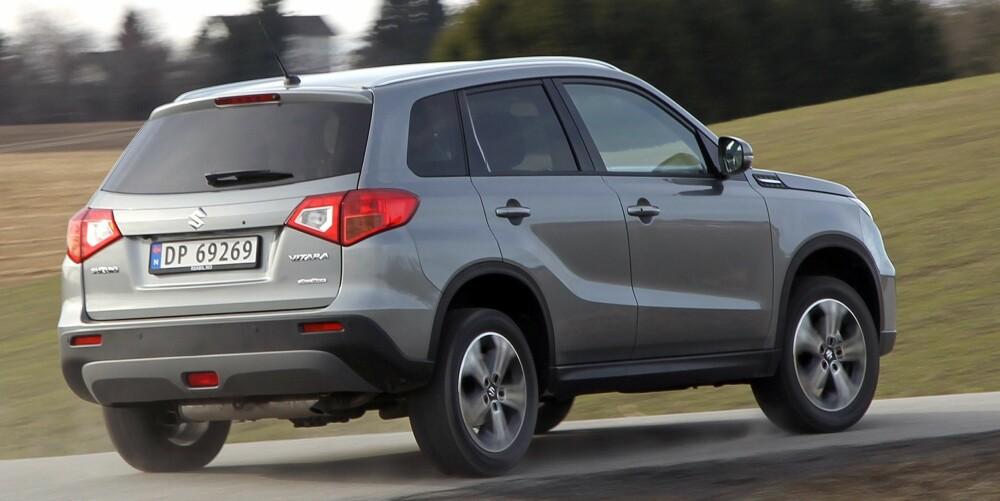 HÅNDTERBAR: Kompakte ytre mål og kort svingdiameter gjør Suzuki Vitara enkelt å håndtere der det er trangt om plassen.