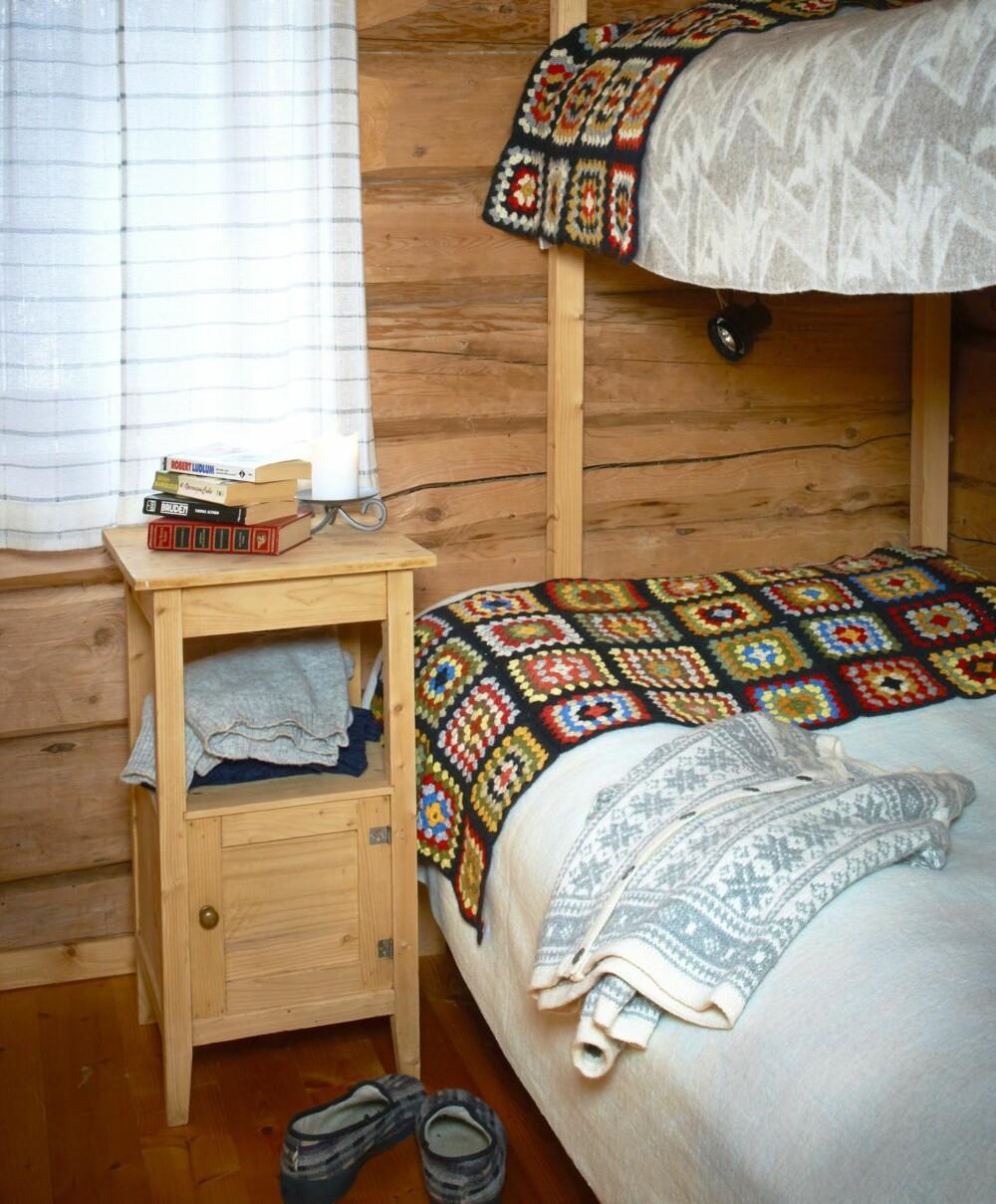 KLASSISK: Soverommene er små, og innredet tradisjonelt med en køyeseng.