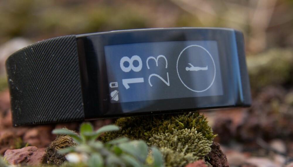 KLOKKE: Sony Smartband Talk SWR30 måler aktiviteten din gjennom dagen og du kan bruke den som en handsfri løsning mot mobilen.