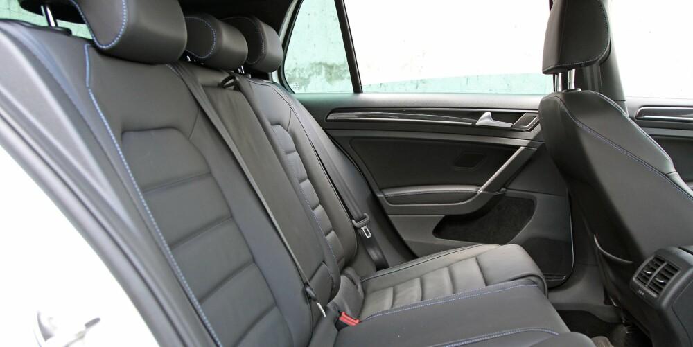 IKKE PÅVIRKET: Plassen i kupeen er den samme i GTE som i vanlige Golf. Det vil si blant de beste i kompaktklassen.