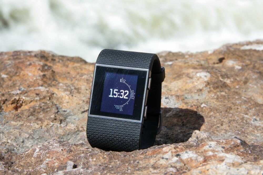 AKTIV: Fitbit Surge viser ved hjelp av grafikk på displayet hvor aktiv du har vært. Til flere lag med ringer - jo mer aktiv har du vært.