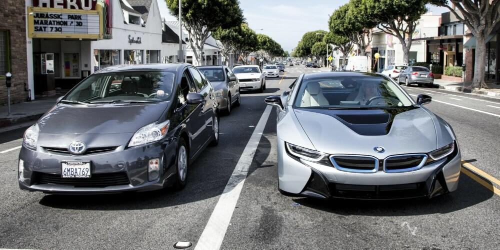 HYBRIDDUELL: Aldrende hybridteknologi mot splitter ny. BMW i8 er den som viser veien mot framtida. Paul Barshon, Top Gear