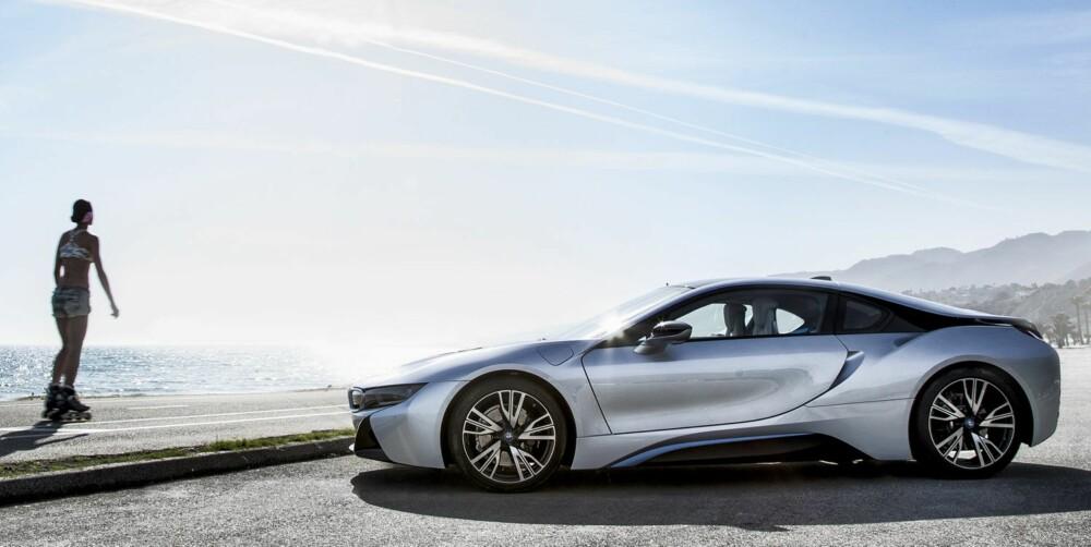 PLASS I SOLA: BMW i8 vil sette varige spor, mener artikkelforfatteren. FOTO: Paul Barshon, Top Gear