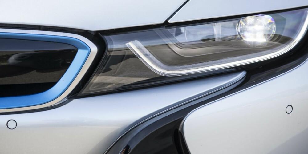 LASER: BMW i8 er verdens første bil med laserlys. FOTO; Paul Barshon, Top Gear