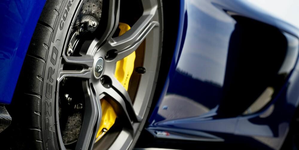 GREP OG STOPP: Karbon-keramiske bremser og Corsa-dekk standard ¿ en del av prisøkningen fra 12C.