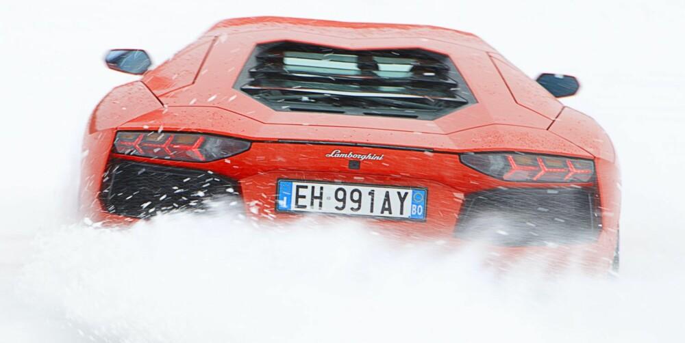 4WD: Aventador har firehjulstrekk med Haldex-teknologi. Ikke ultramekanisk og permanent firehjulstrekk der i gården. FOTO: Lee Brimble