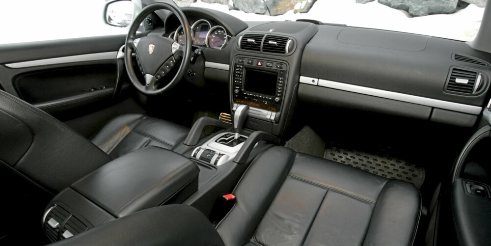 SPORTSLIG: Stor til å være Porsche, men sammenlignet med andre stor-SUV'er, er ikke Cayenne spesielt rommelig.