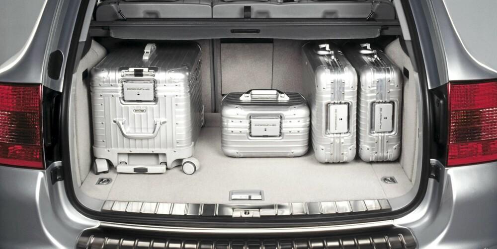 STIL: På bagasjen skal storfolk kjennes. Nytter ikke med nylonkoffert når du sjekker inn fra en Cayenne.