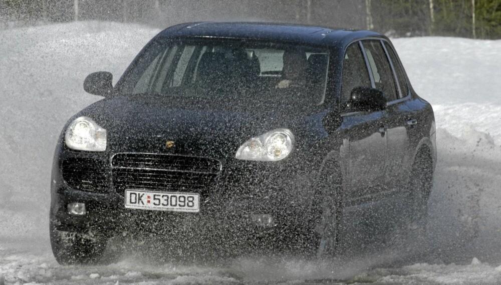 POTENT: En Porsche Cayenne Turbo sørger for vei vellinga.