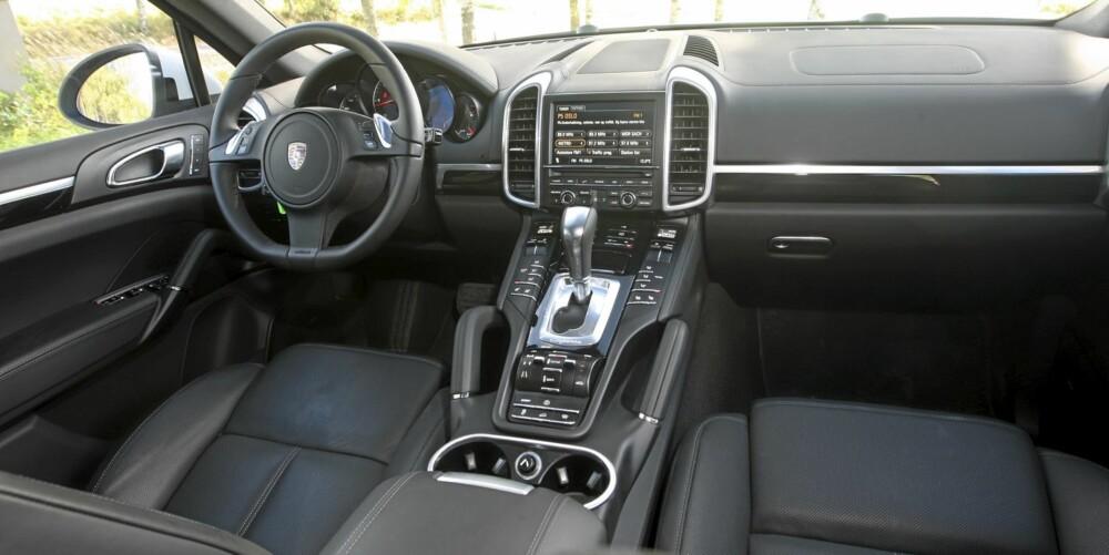 """Også i """"rimelige"""" Porsche Cayenne Diesel er førermiljø og innvendig design i toppklasse."""