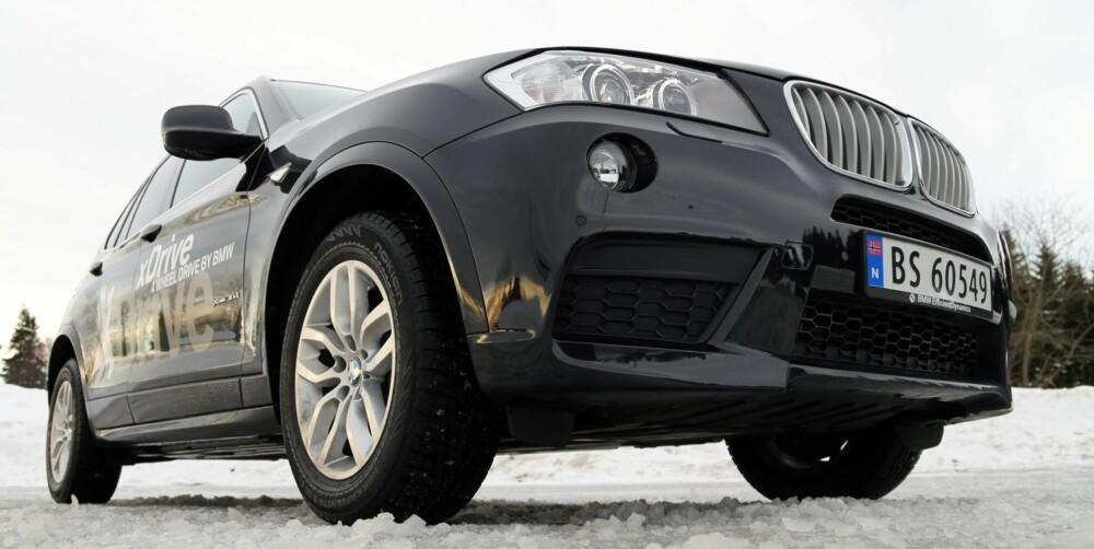 GÅR KLAR: Bakkeklaring og ekstra høyde over trafikken er fine SUV-egenskaper. I BMW X3 sørger xDrive for at det i liten grad går utover morofaktoren på vinterføre.