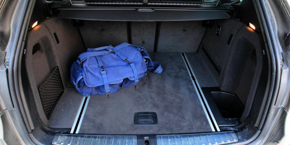 SUV-FAKTOR: Bagasjerommet er kortere og litt høyere enn på en tilsvarende dyr stasjonsvogn. 550 liter holder nok likevel for de fleste.
