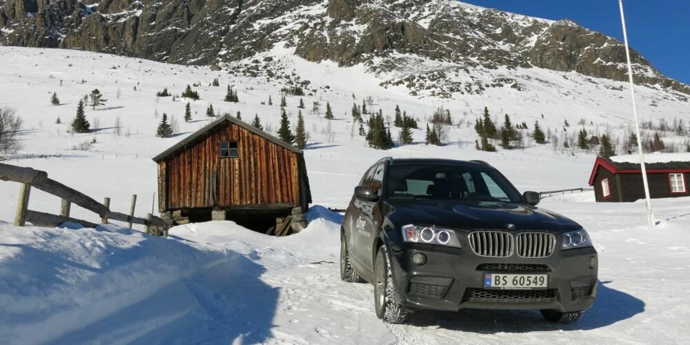 PÅSKEBIL: Det er ikke vanskelig å forstå hvorfor BMW X3 er blitt en bestselger. Både underveis til hytta og på fjellet er bilen i sitt ess.