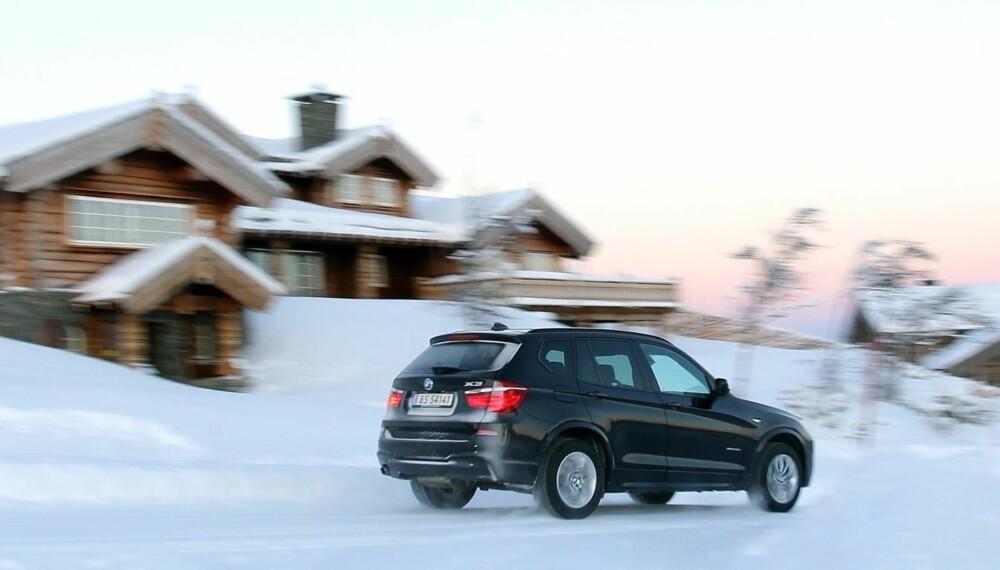 SNOBBETE: På hytter og kjøretøy skal storfolk kjennes. En BMW X3 gjør seg ikke bort blant luksushyttene på Geilo.