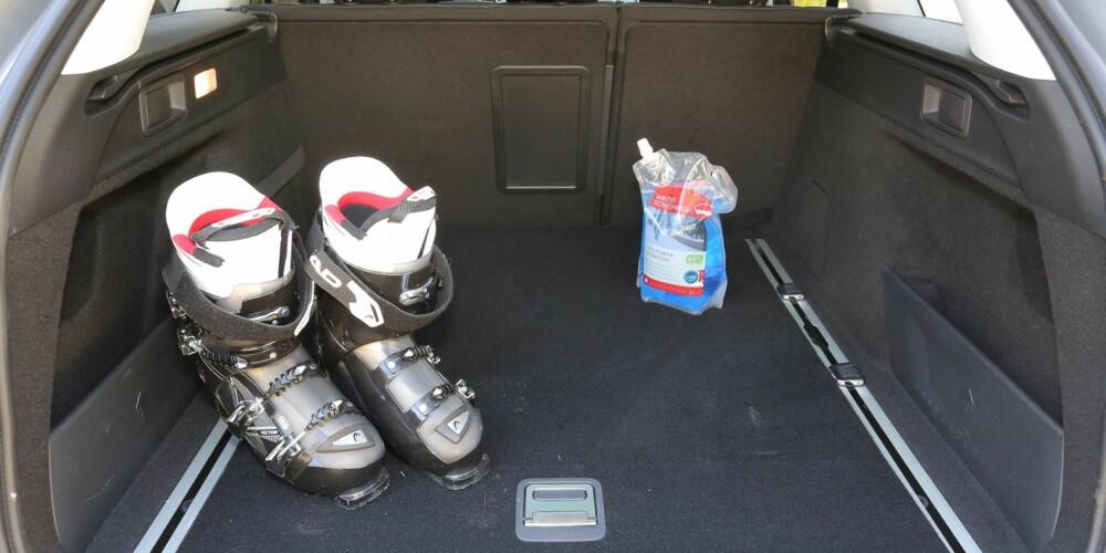PLASS NOK: Peugeot 308 SW bør fungere som familiebil for de fleste. Særlig bagasjerommet er praktisk og allsidig.