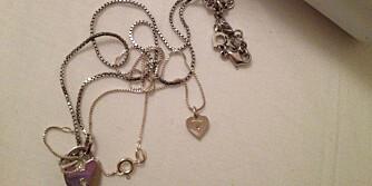 LØSER FLOKENE: Har du smykker som har rotet seg sammen? Da trenger du bare litt babypudder.