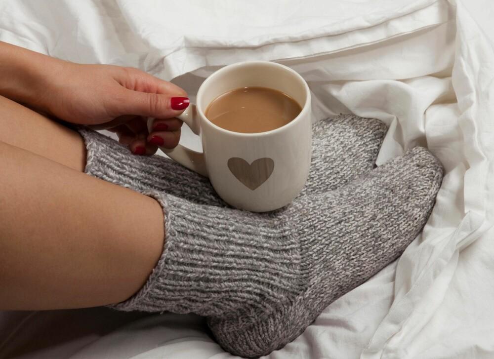 MORGENFUGL: Allier deg med en morgenfugl. Ta en kaffekopp før jobb, eller be vedkommende ringe deg hvis du ikke har sendt en sms til et avtalt tidspunkt.