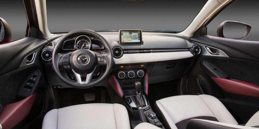 RYDDIG OG ORDENTLIG: Førermiljøet minner om Mazda 3 og er helt klart dratt i en sportslig retning. Vi synes det ser tøft ut.