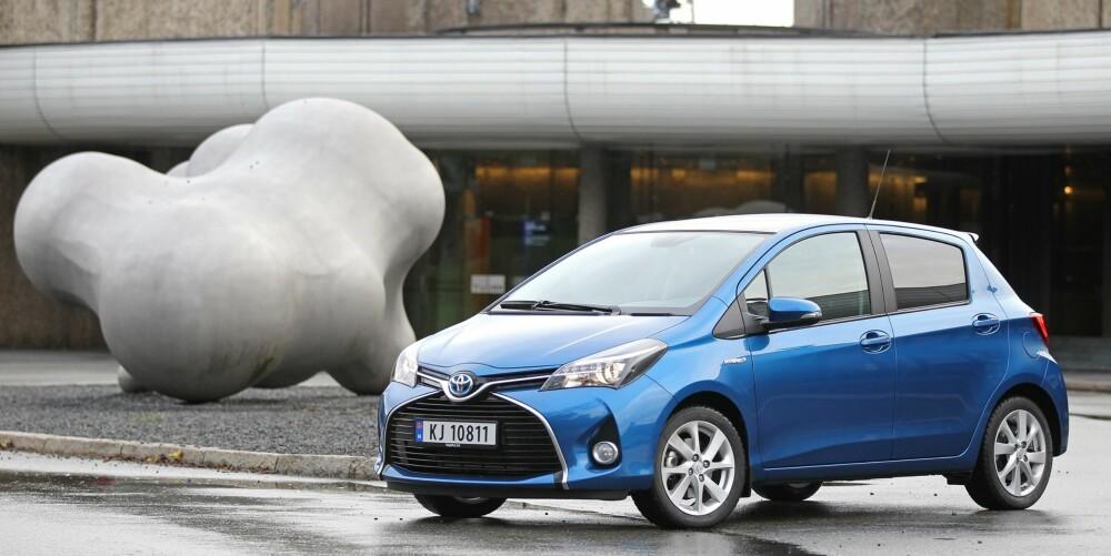 KUNSTSTYKKE: Toyota Yaris står for over 25 % av salget i småbilklassen. En facelift gjør bilen mer attraktiv.