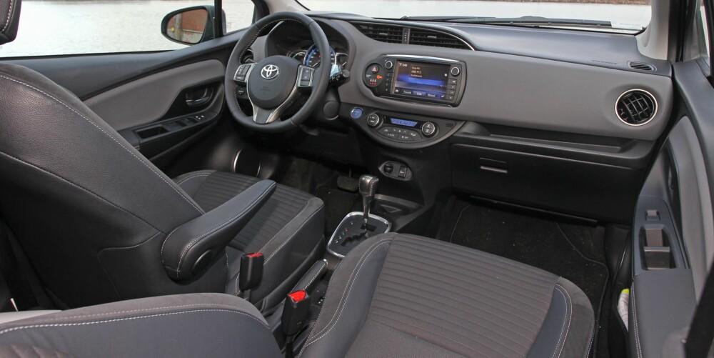 PENERE: Innvendig er småbilene blitt langt hyggeligere de siste årene. Det gjelder spesielt faceliftversjonen av Toyota Yaris.