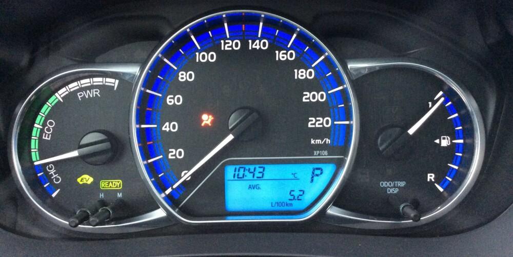 LAVT I BYEN: Hybridsystemet sørger for hyggelig forbruk ved normal by- og nærkjøring. Du kommer sjelden langt opp på 0,5-tallet på kjørecomputeren.