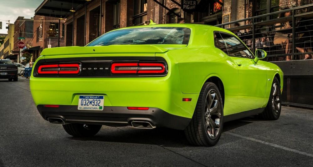 Vi har prøvekjørt Dodge Challenger med V6-er. V8-eren frister mer. FOTO: Produsent