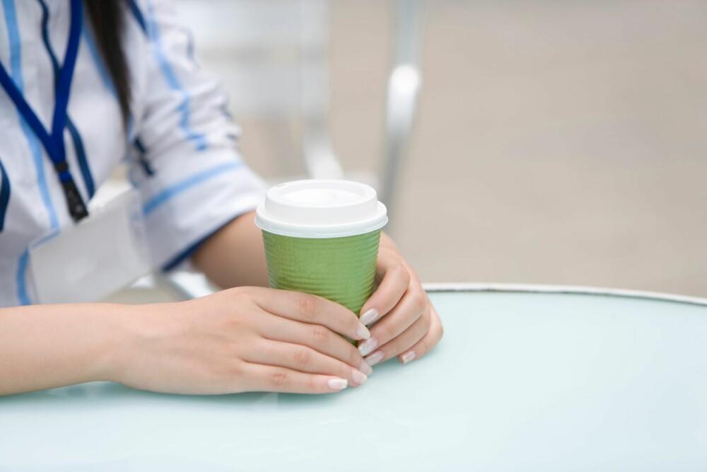 DEHYDRERER: Husk at kaffe og te virker dehydrerende, så balanser ut med ekstra væske.
