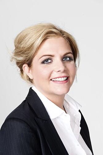 OPPSATT HÅR: Ved å sette håret opp i en løs uformell oppsetning får Lise Mette en lengre nakke.