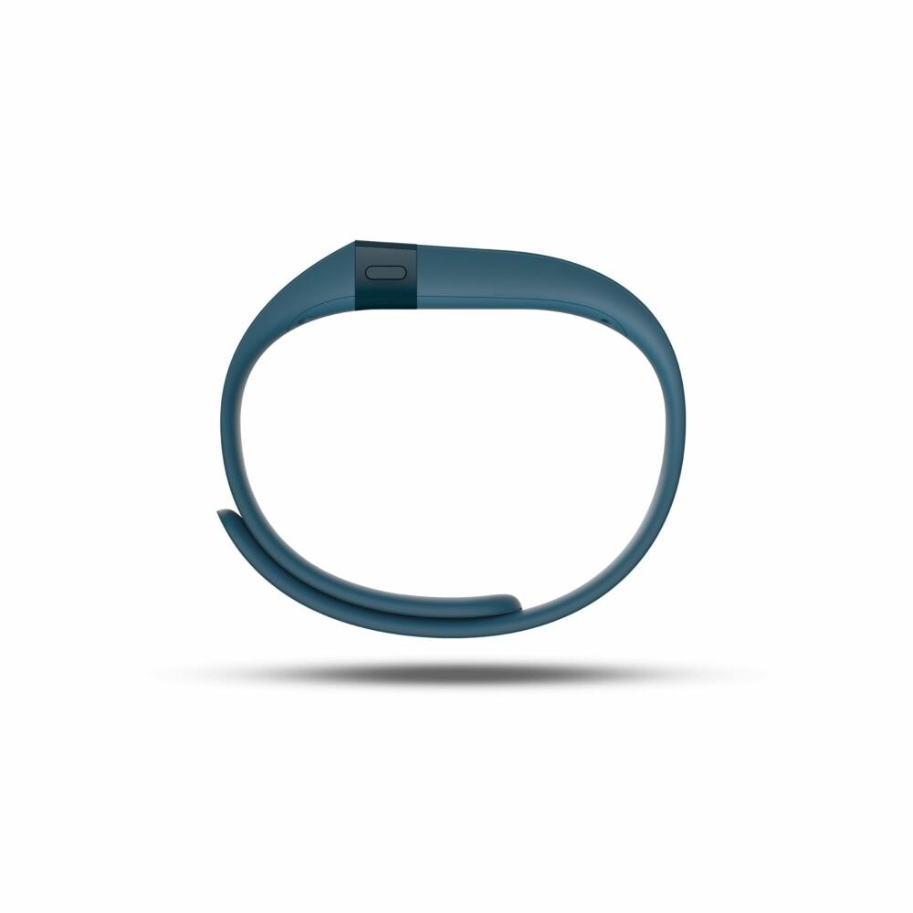TO STØRRELSER: Fitbit Charge kommer i to størrelser. Forskjellen er kun lengden på selve reima.