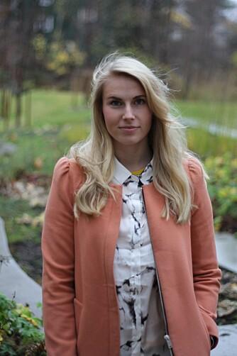 ØYENBRYN: For praktikant Anniken er øyenbryn en av de viktigste elementene i sminkerutinen hennes.