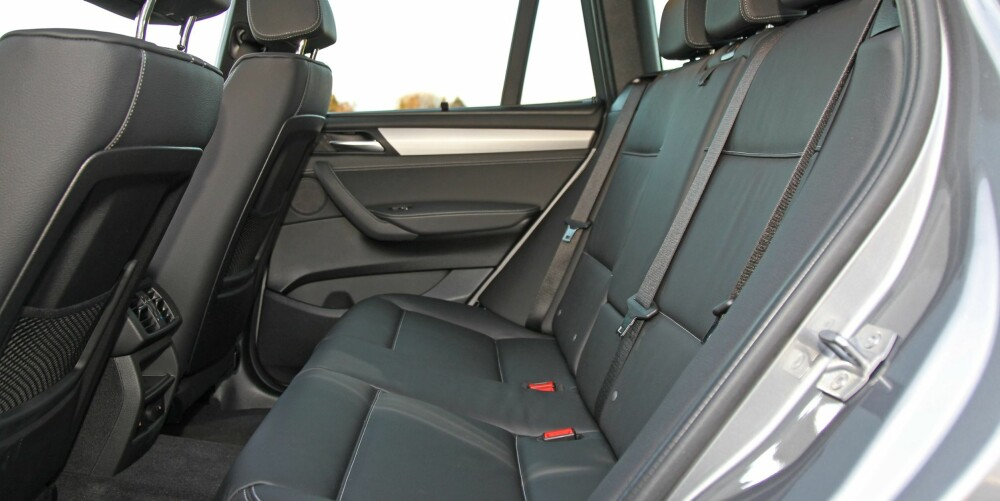 BEDRE BAK: Før var SUV-er ofte trange innvendig i forhold til de utvendige målene. dagens generasjon av X3 har derimot relativt gode plassforhold.