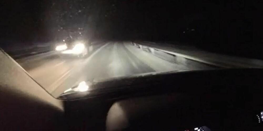 OPPLYST: Lysene blender ikke bare opp og ned av seg selv, men de luker bort møtende biler eller biler foran i lyskjeglen, slik at du har best mulig lys til enhver tid. Dette fungerer meget bra. FOTO: Petter Handeland
