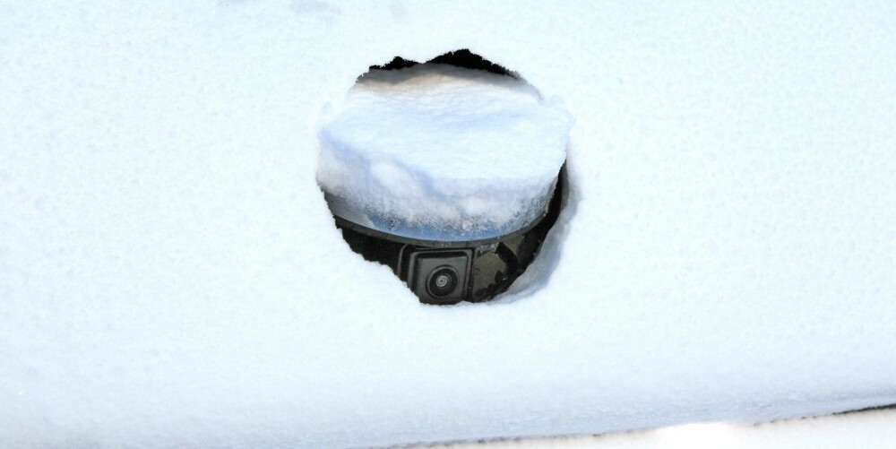BEST I GJENGEN: Ryggekameraet i Passat vipper ut når du setter bilen i revers. Det gjør at kameralinsa ikke grises til og at du alltid har sikt bakover.