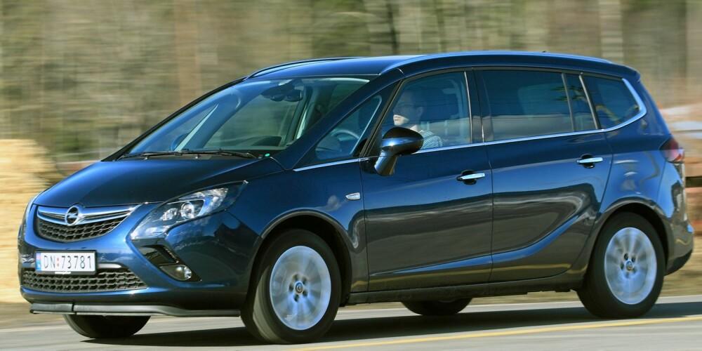 MONOCAB: Oppskriften på mest mulig plass heter monocab på bilprodusentspråk. Opel brukte høyhastighetstog som inspirasjon da de designet bilen. Det ser du best fra siden - og med litt godvilje. Foto: Egil Nordlien, HM Foto